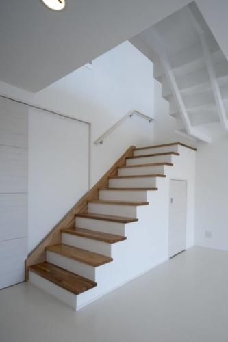 収納庫付階段